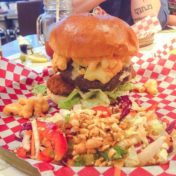 Ronald Simmons Burger @ Jack & Lois