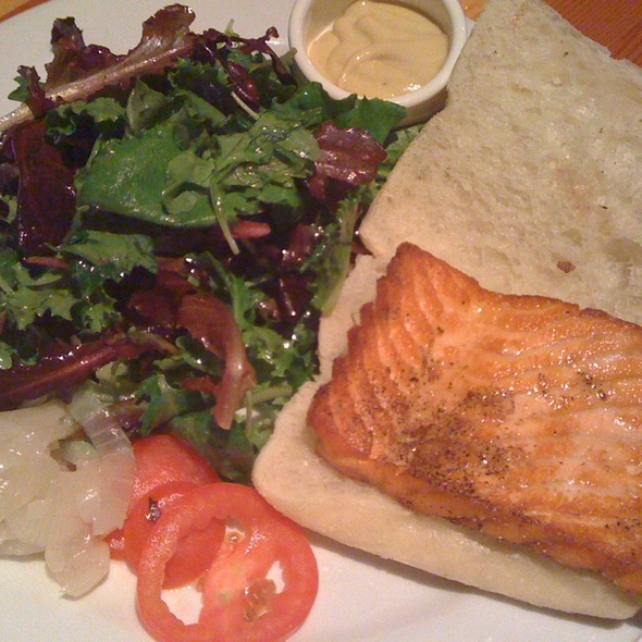 Salmon burger @ Chez Maman
