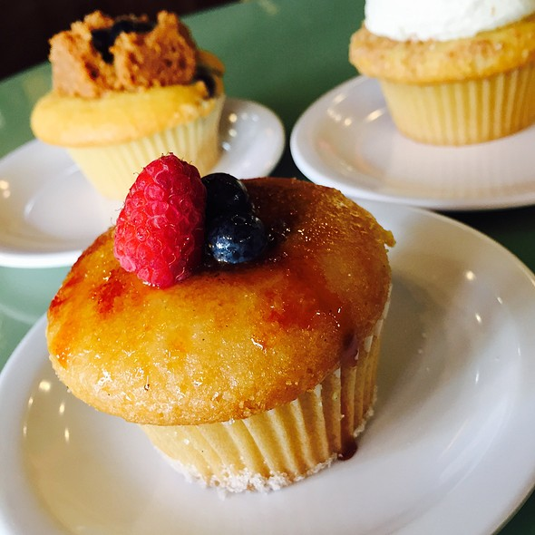 Creme Brulee Cupcake @ Molly's Cupcakes