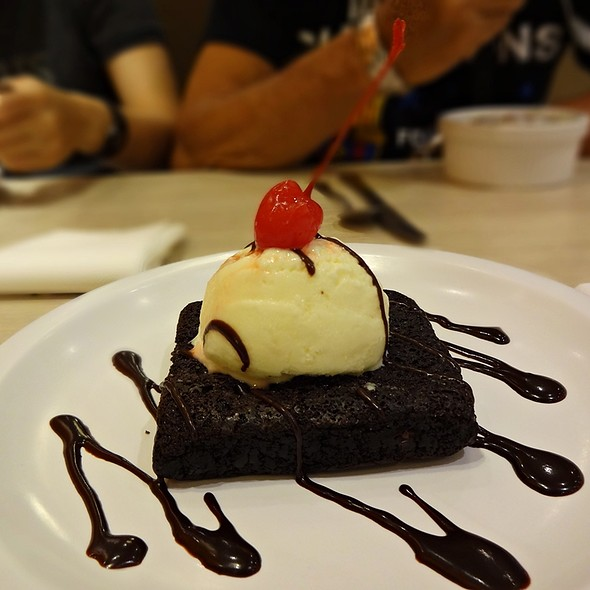 Brownie Ala Mode @ Kenny Rogers Roaster- SM Iloilo Branch