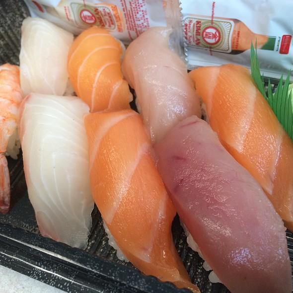 Nigiri Sushi Combo @ Shijo Sushi