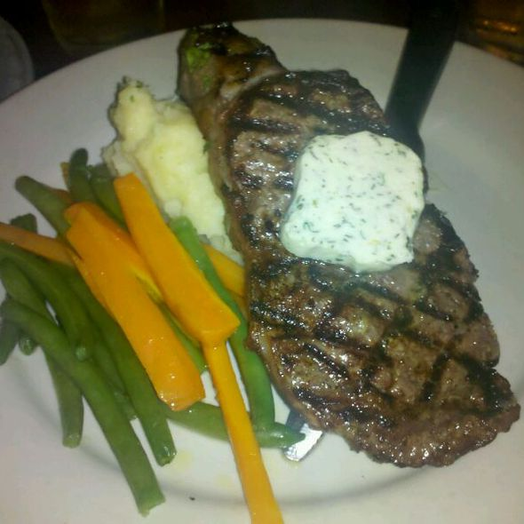 Ribeye With Mashed Potatoes, Green Beans And Carrots - Hunter's Head Tavern, Upperville, VA