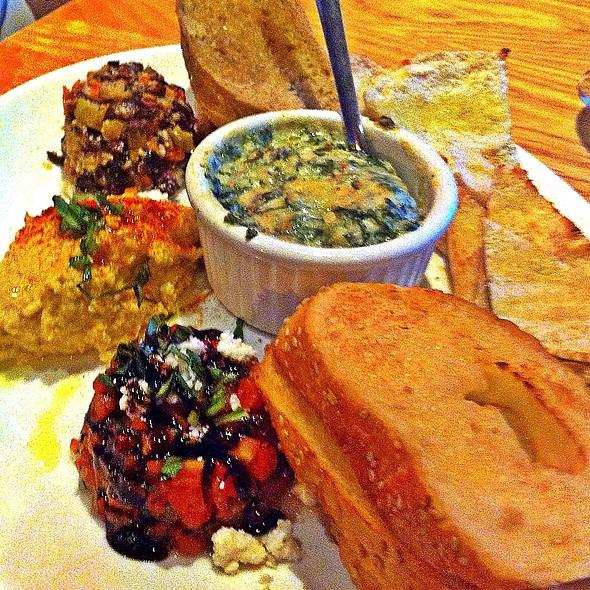 Appetizer Plate @ Mellow Mushroom Avondale