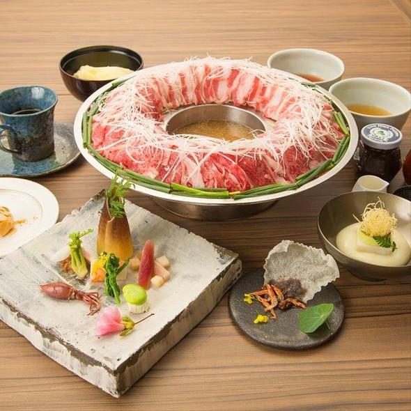 Wagyu Beef And Pork Niku-Nabe - 金蔦, 港区, 東京都