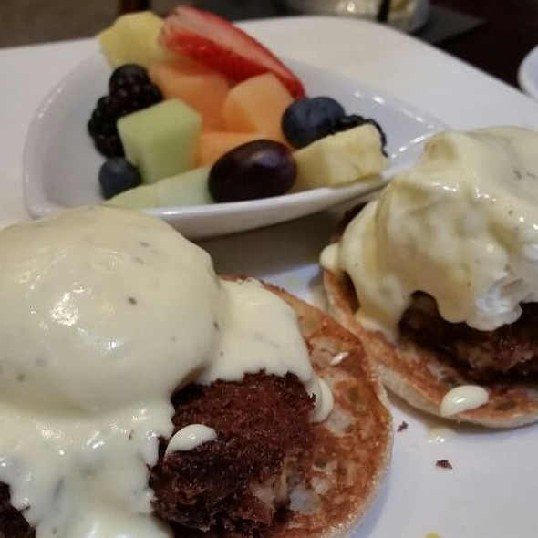 Crab Cake Benedict - Stewart Penick's Terrace - Southpark, NC, Charlotte, NC