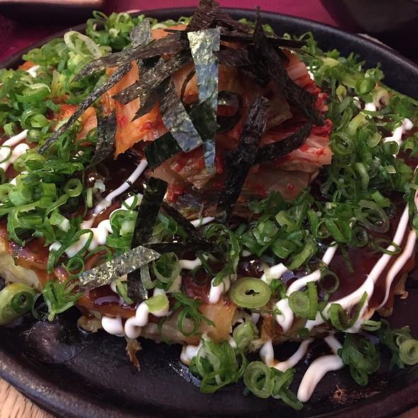 Buta Kimchi Okonomiyaki
