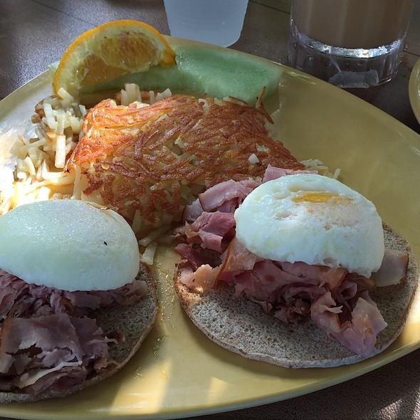 eggs benedict flatbread @ Sweet Sage Cafe