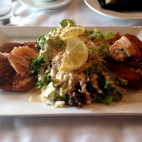 Louie Salad With Fried Crab Cake