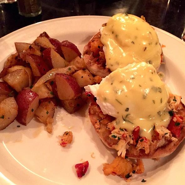 Lobster Benedict @ Sons Of Essex