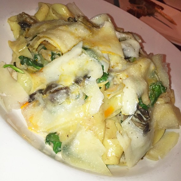 House-Made Mushroom Pappardelle @ Draft Republic