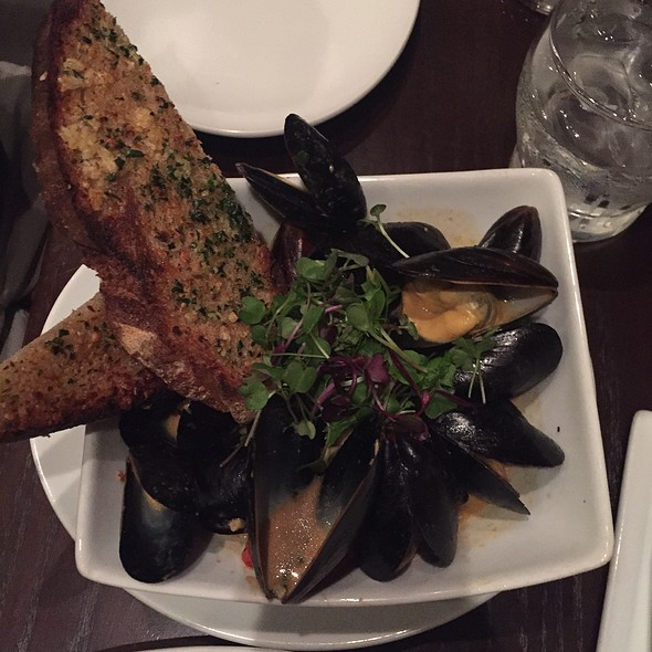 Spicy Black Mussels - Darren's Restaurant & Bar, Manhattan Beach, CA