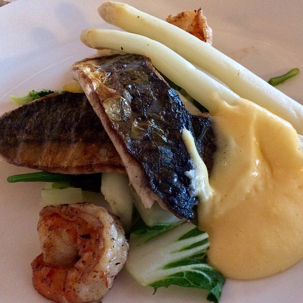 Makreel en gamba, asperges en Hollandaise-saus