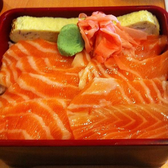 Salmon Bowl @ Japanese Cafe Tampopo