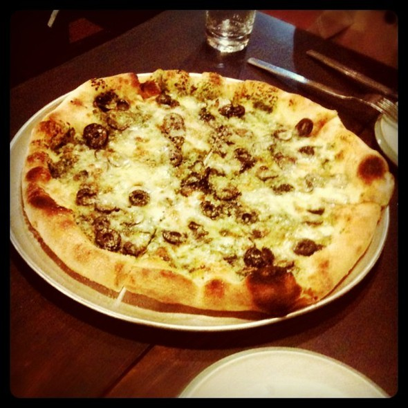 Black Olive Pizza @ Oz's Kitchen