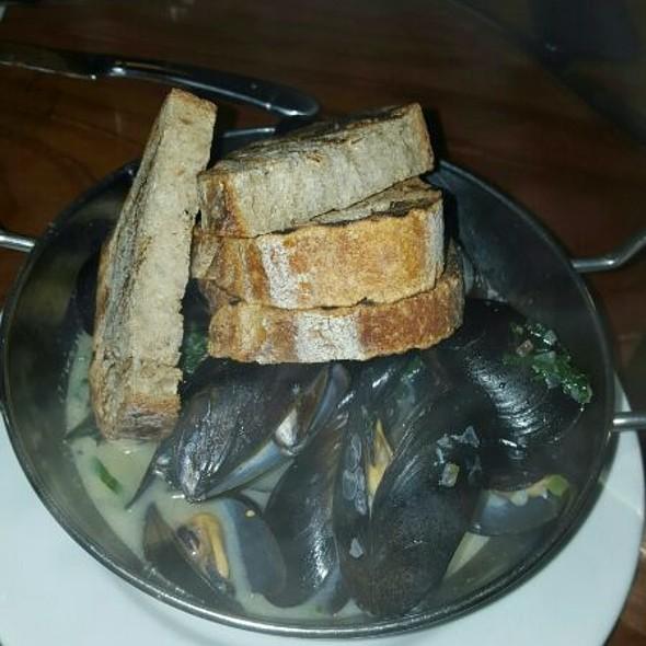 Penn cove mussels, allagash white, garlic, shallot, basil