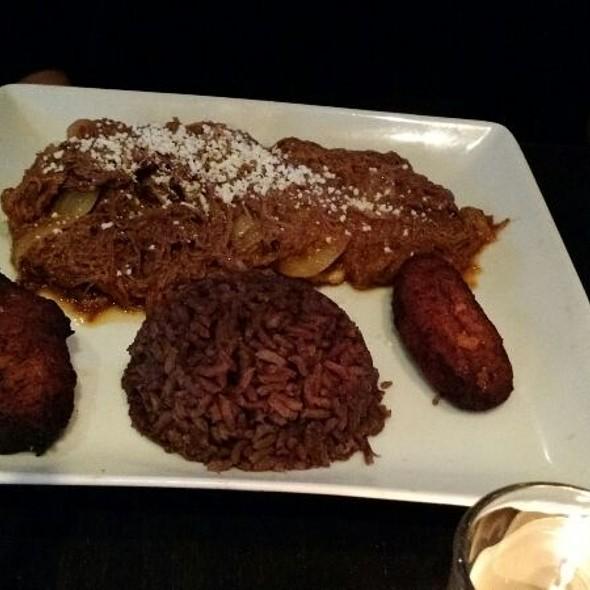 Ropa Vieja Platillo - Cafe Con Leche / De Noche, Chicago, IL