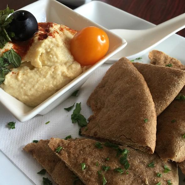 Hummus Plate @ Green Erth Bistro