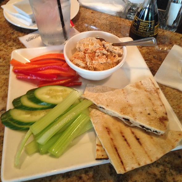 Hummus With Pita Bread And Veggies - Stanford's - Lloyd Center, Portland, OR