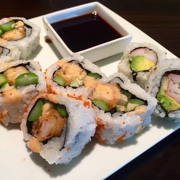 Brunch Sushi - Dapur Asian Tapas & Lounge, Fort Lauderdale, FL