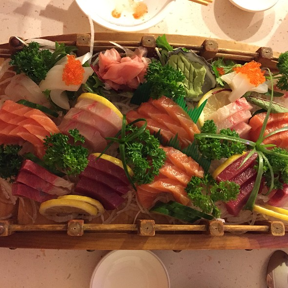 Sashimi Seafood Deluxe Boat