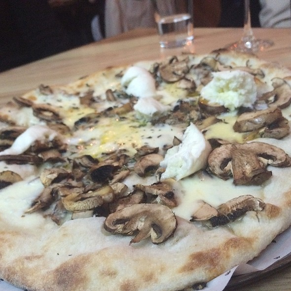 Funghi Pizza @ Woody P.