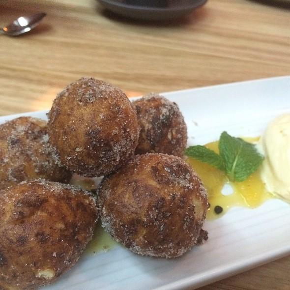 Buffalo Ricotta Dougnuts Passionfruit Lemoncurd Icecream @ Woody P.