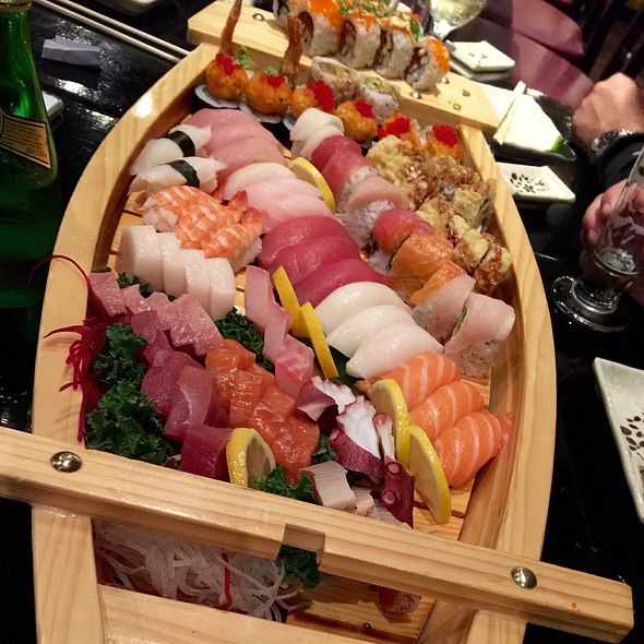 Sushi Boat @ Seito Sushi: Celebration