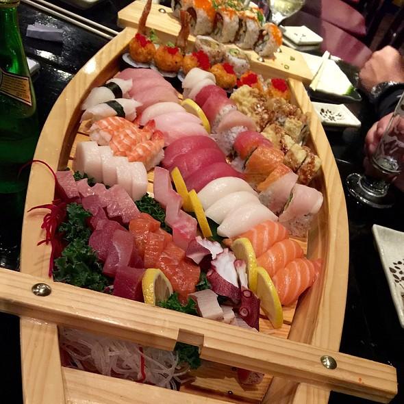 Sushi Boat @ Seito Sushi: Celebration