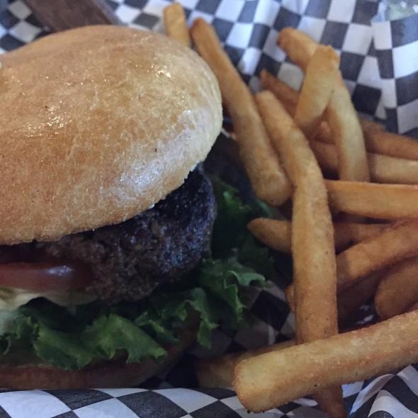 Hamburger @ Easy on I