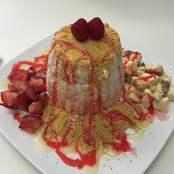 Strawberry Cheesecake @ Vampire Penguin