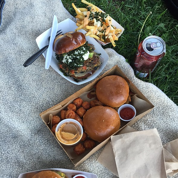 Food Truck Eats @ Concert In The Park