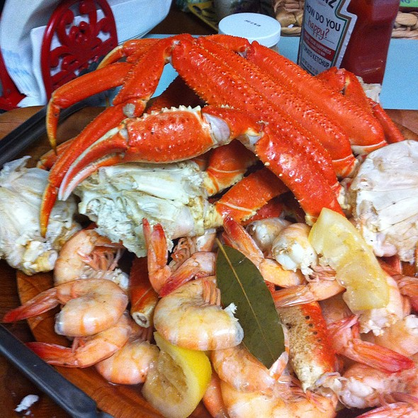 Steamed Crab Legs And Shrimp @ Casa Olive