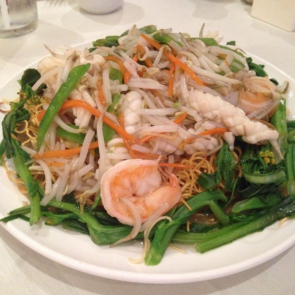 Seafood Pan Fried Noodles @ Chef Chen