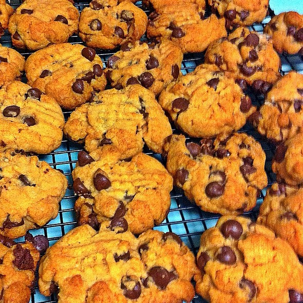 Peanut Butter Chocolate Chip Cookies @ Casa Olive