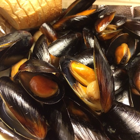 Steamed Mussels - Alexander's Tavern, Baltimore, MD
