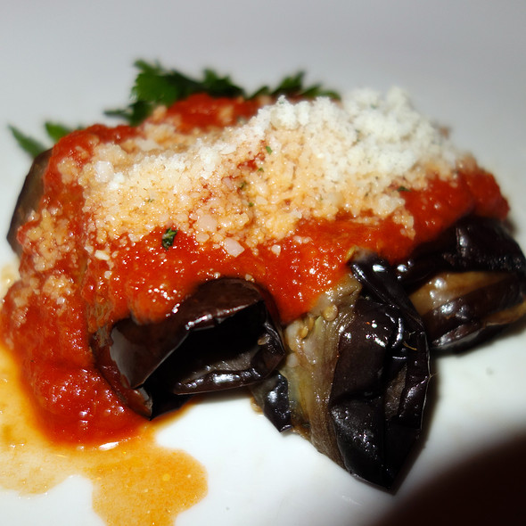 Involtini di melanzane al pomodoro e basilico - Merlo on Maple, Chicago, IL