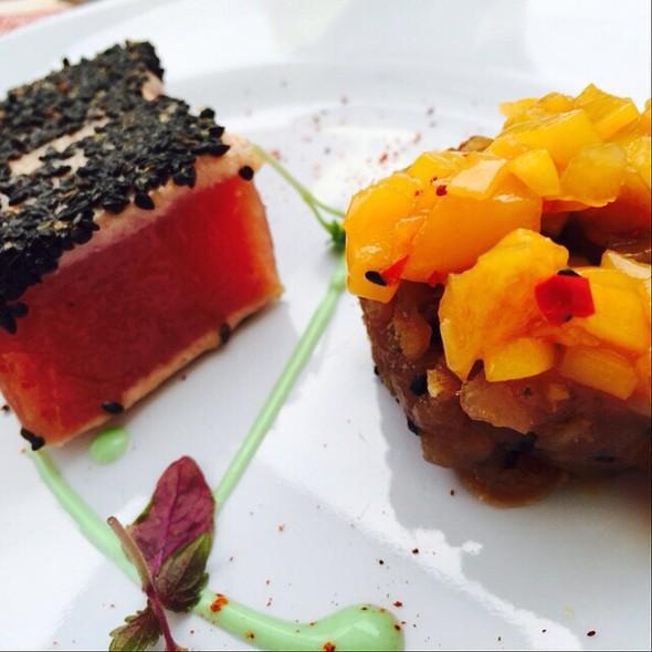 Black Sesame Tuna & Tuna Tartare + Mango Chutney @ Esszimmer @ Essen Verwönt