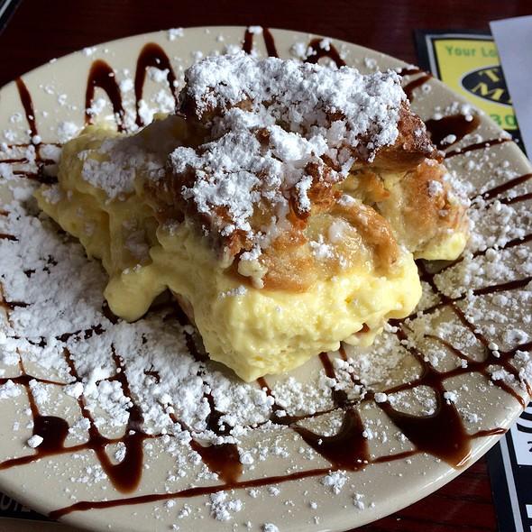 Ma's Cream Puffs @ Frederica Pizza & Pasta House