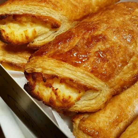 Cheese Rolls @ Portos Bakery
