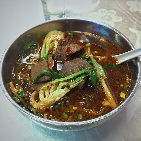 House Special Beef Noodle Soup @ Taiwan Liu He Snacks