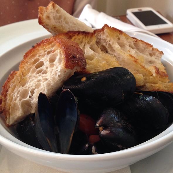 P.E.I. Mussels - Cafeteria Boston, Boston, MA