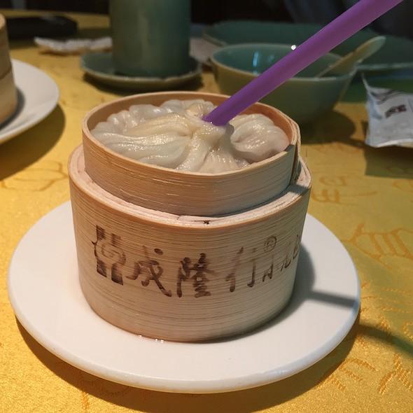 Chicken Soup Dumpling @ Xie Wang Fu - Emperor's Crab Palace
