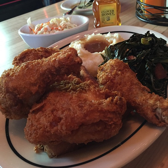 fried chicken @ Brooklyn Bowl Las Vegas
