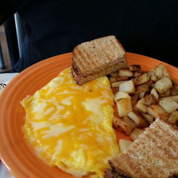 Big Cheese Omlet And Home Fries @ Citrus Diner