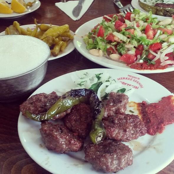 Izgara Köfte/ Grilled Meatballs @ Tarihi Merkez Efendi Köftecisi