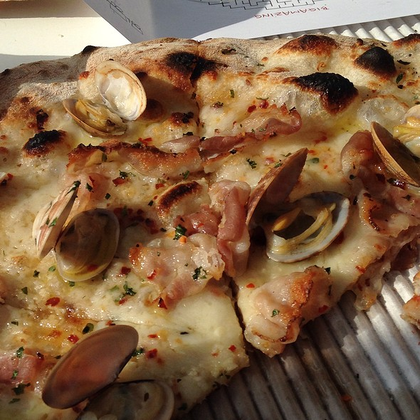 Manilla Clams White Pizza @ Bigalora Wood Fired Cucina