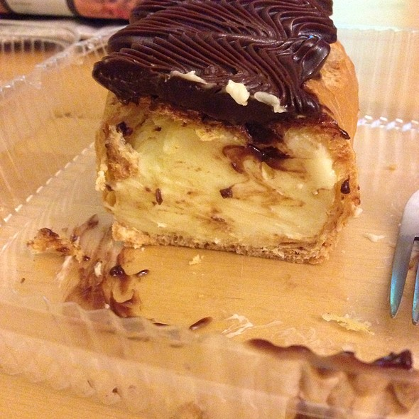 Chocolate Éclair @ Vaccaro's Italian Pastries