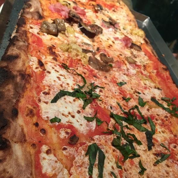 Pizza @ Via Napoli Ristorante e Pizzeria