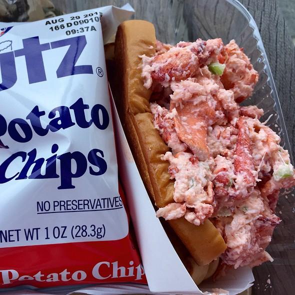 Lobster Roll (Sandwich) @ Kelly's Roast Beef