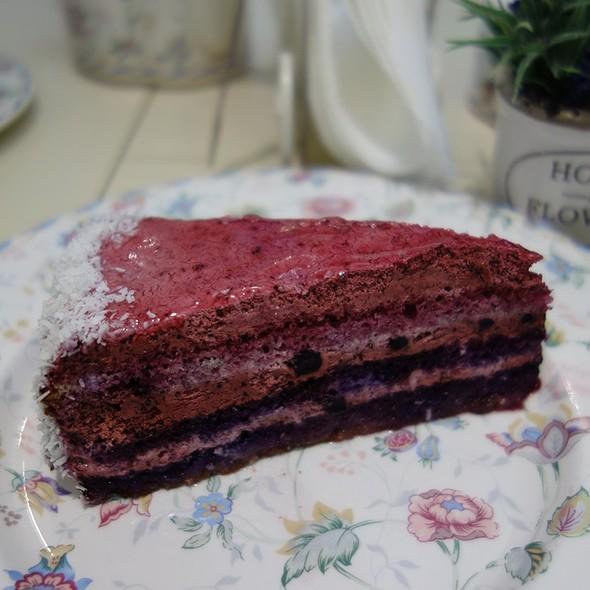 Black Currant Cake @ APetit Paris
